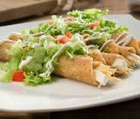 Nuestros famosos Tacos dorados de pollo